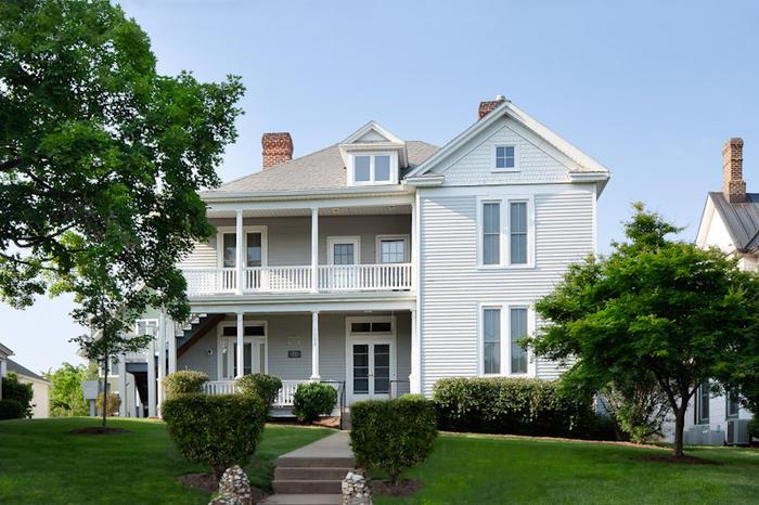 1109 Wertland Street - 1109 Wertland Street - Apt 1 - 2 Bdrm 1 Bath - Apartment - Charlottesville, Virginia