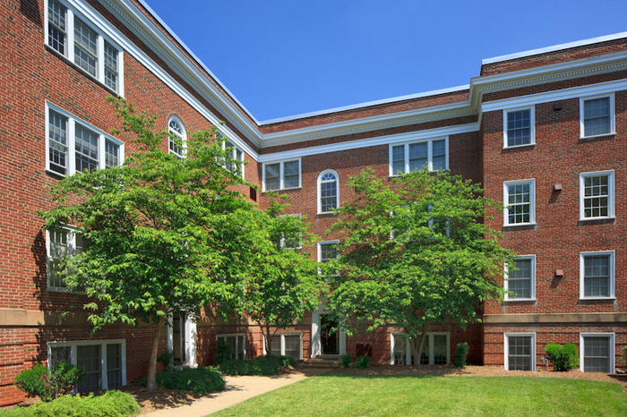 The Jack Jouett Apartments   68 University Way   2 Bd/2 Bth W/